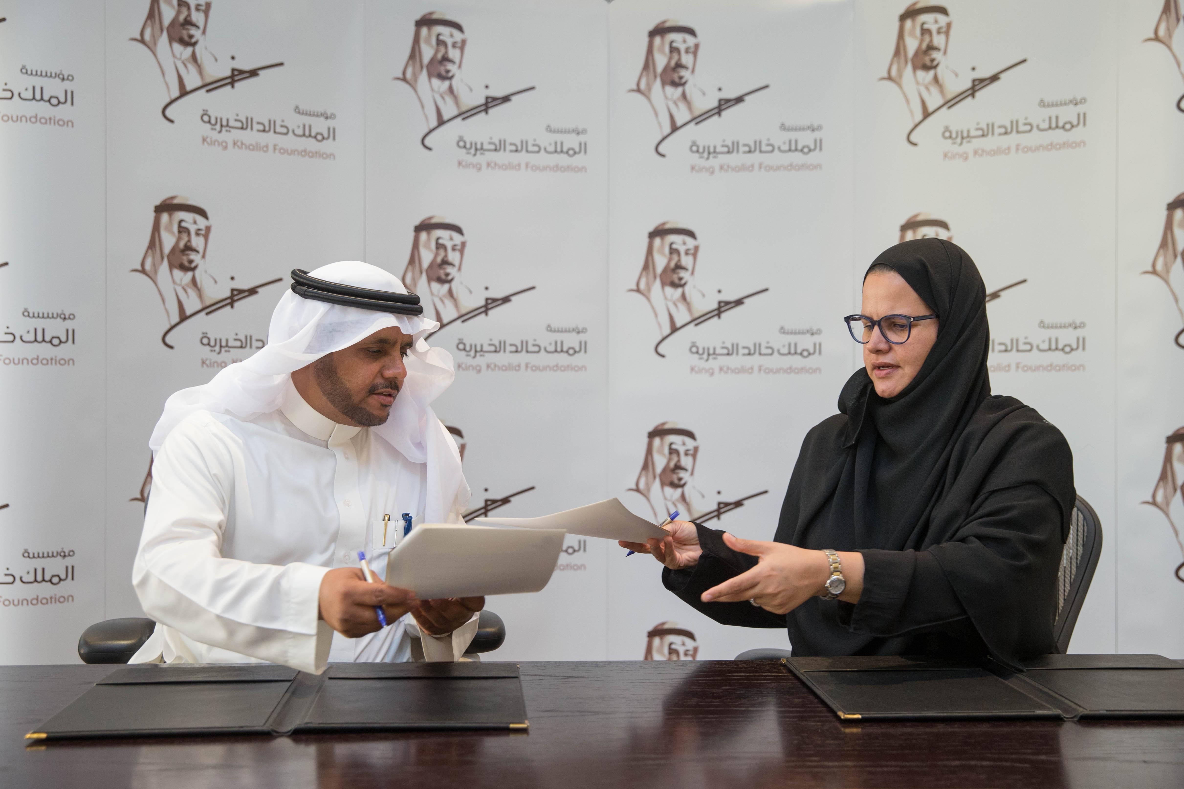 مؤسسة الملك خالد الخيرية تعزز دور المنظمة العربية للهلال الأحمر والصليب الأحمر الإغاثي والإنساني في الحد الجنوبي