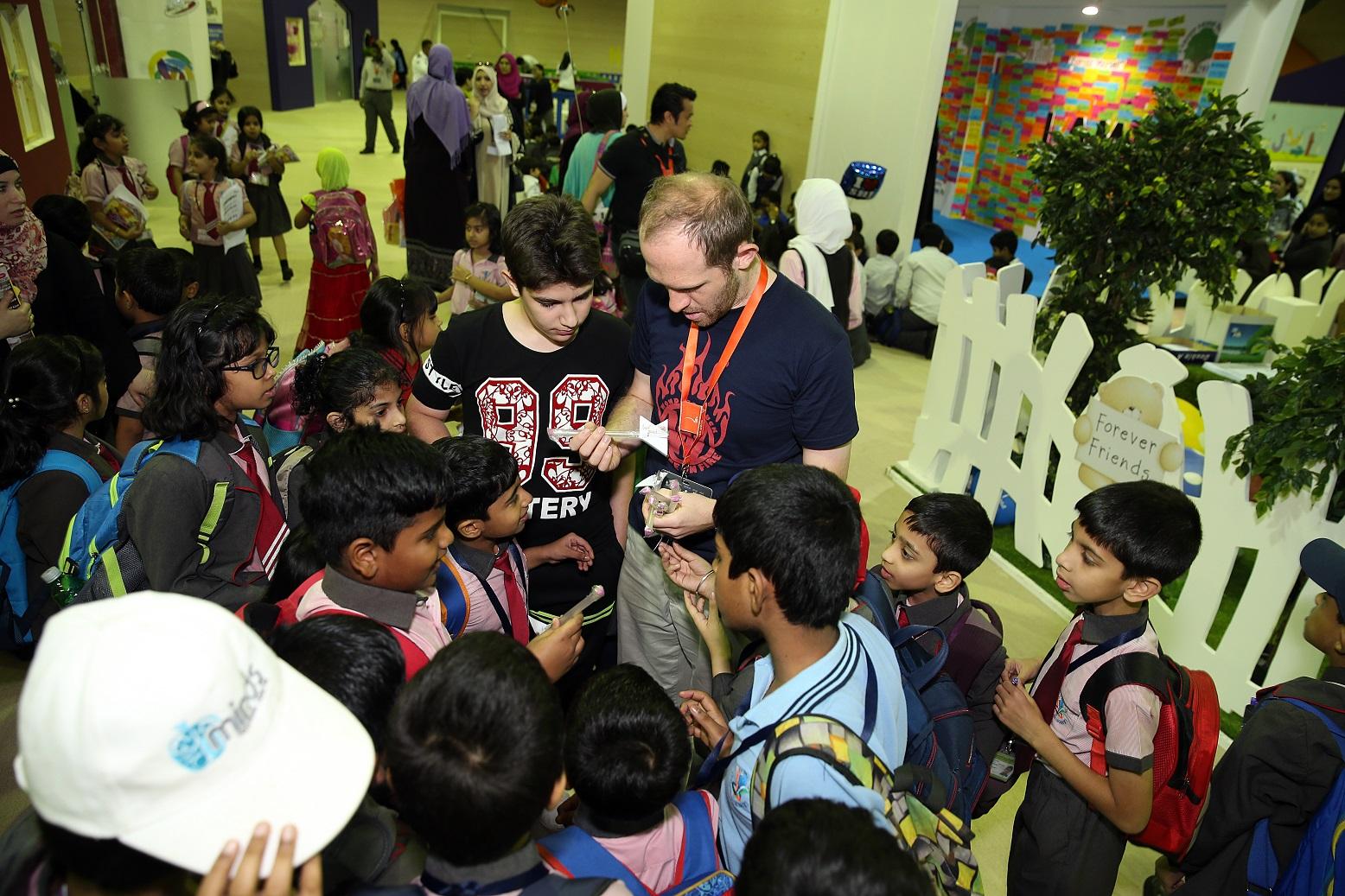 مدينة الطفل تفرغ إبداعات الصغار في معرض الشارقة الدولي للكتاب