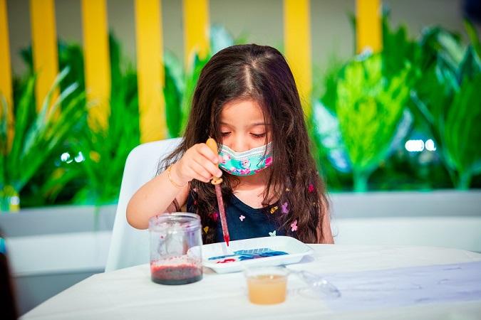 """صغار """"الشارقة القرائي للطفل 12"""".. مخترعون يلعبون بقواعد الكيمياء"""