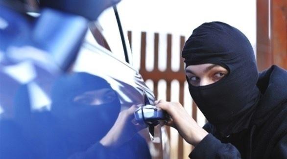 عصابة تنتزع 160 ألف درهم من يد سكرتيرة في دبي