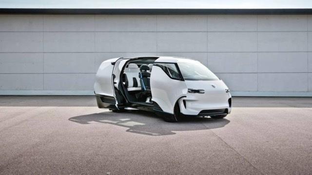 """شركة  """"بورشه"""" تكشف الستار عن المقصورة الداخلية لمركبتها المستقبلية فيجن ريندينست"""