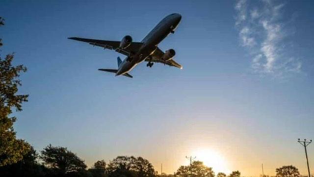 إندونيسي مصاب بكورونا يتنكر في هيئة زوجته لركوب الطائرة