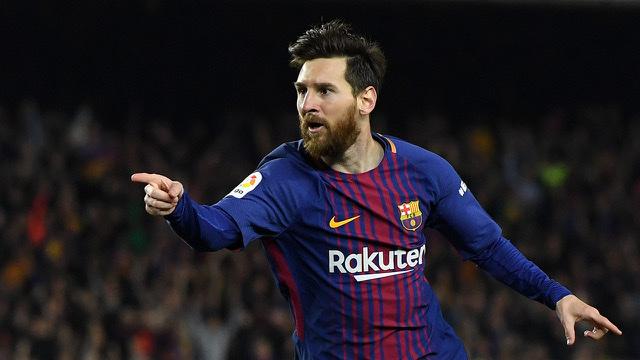 ميسي يوافق على تخفيض راتبه 50% مقابل عقد 5 سنوات مع برشلونة